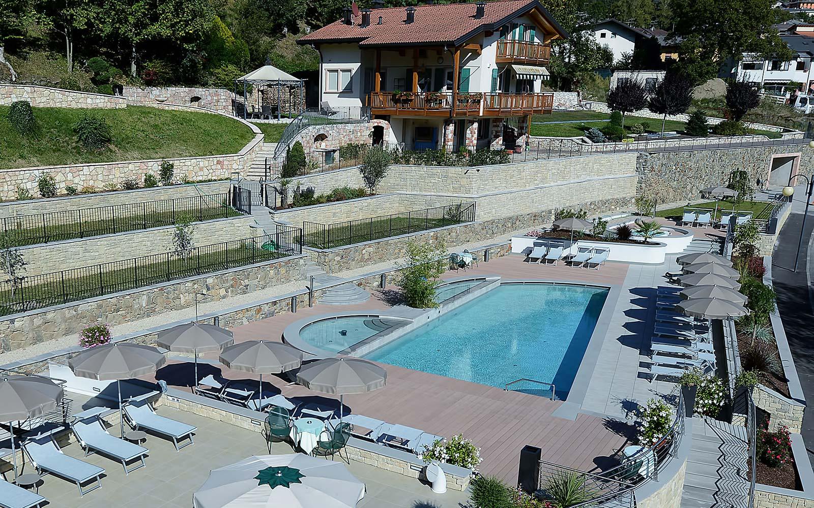 PISCINA ESTERNA<br>HOTEL AMBASSADOR - LEVICO