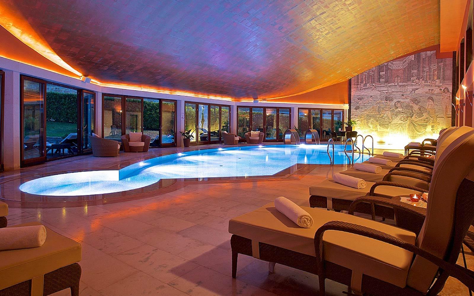 PISCINA INTERNA<br>CASINO' HOTEL MULINO - CROAZIA