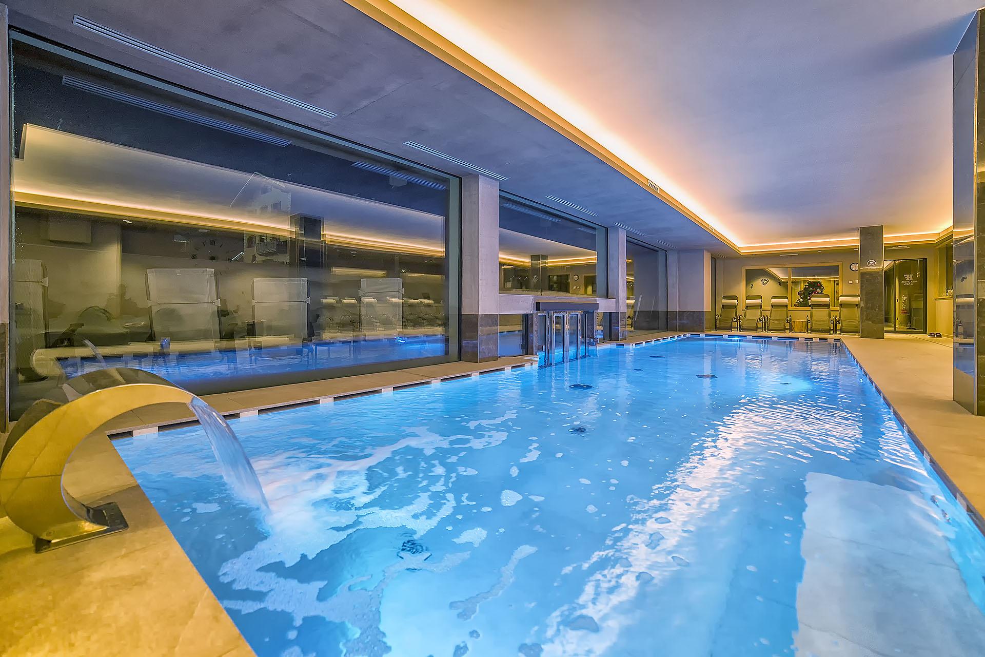 PISCINA INTERNA<br /> ACTIVE HOTEL FRANCESIN - LIVIGNO