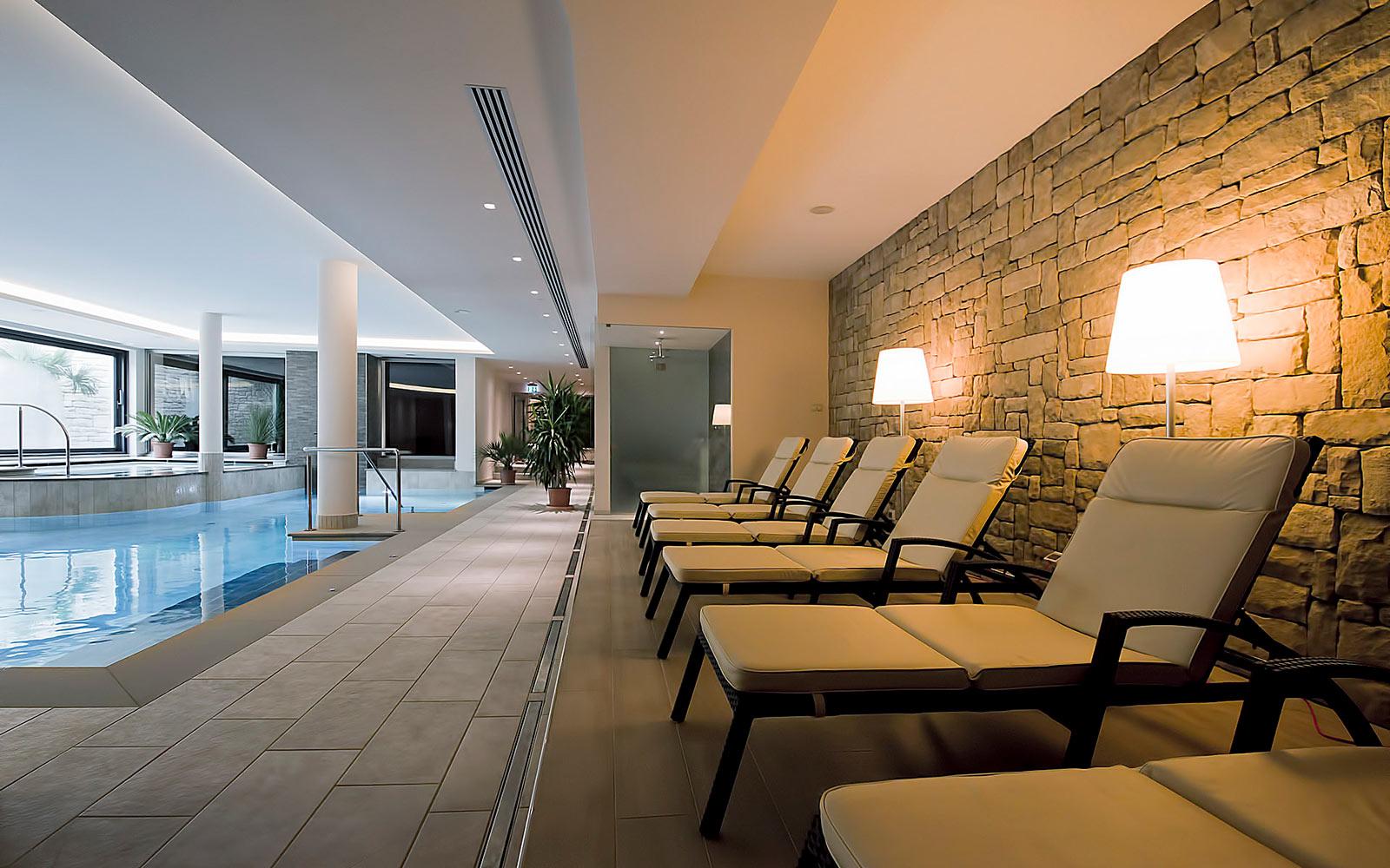 PISCINA INTERNA<br>HOTEL AMBASSADOR - LEVICO