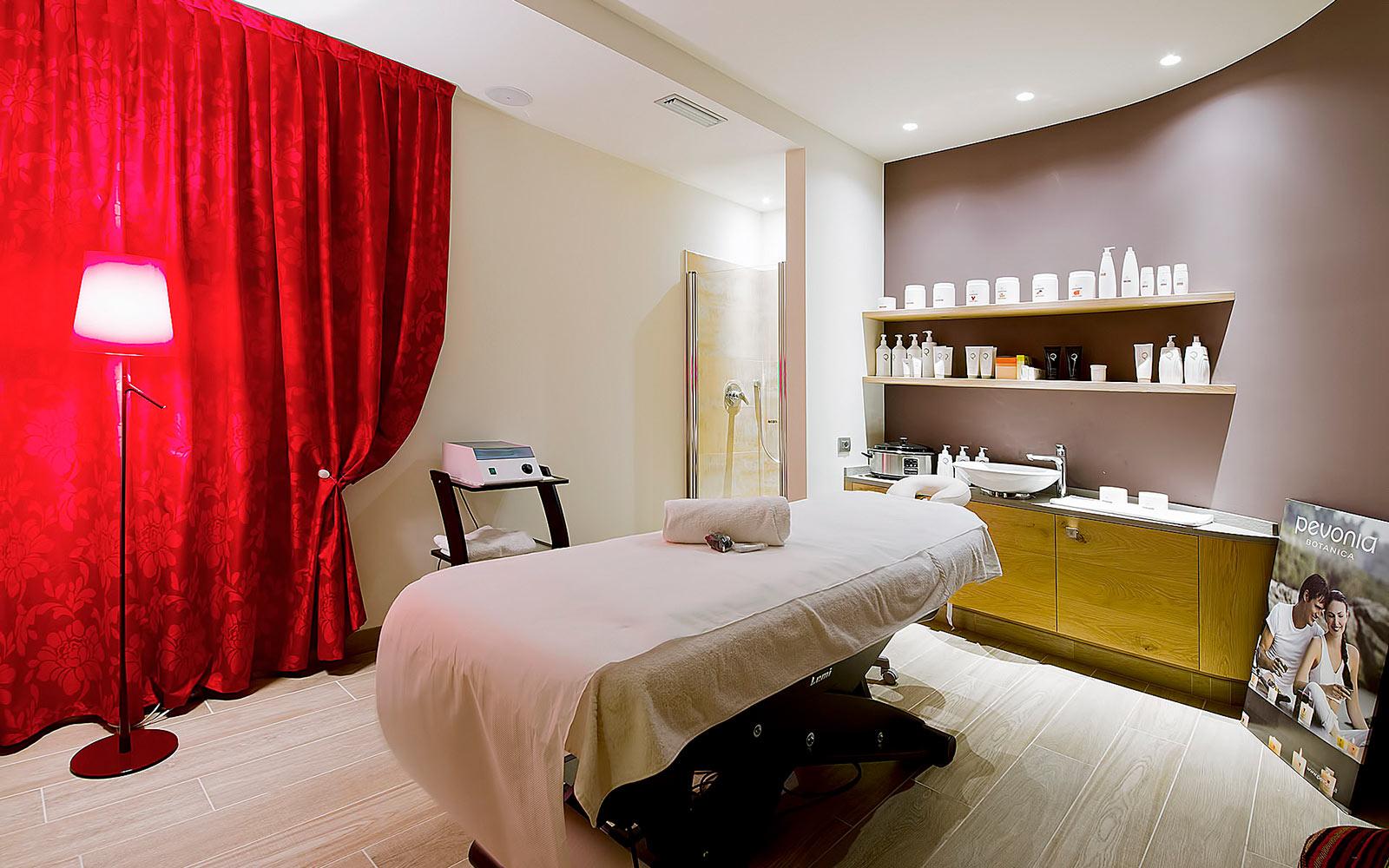 TRATTAMENTI BEAUTY<br>HOTEL AMBASSADOR - LEVICO