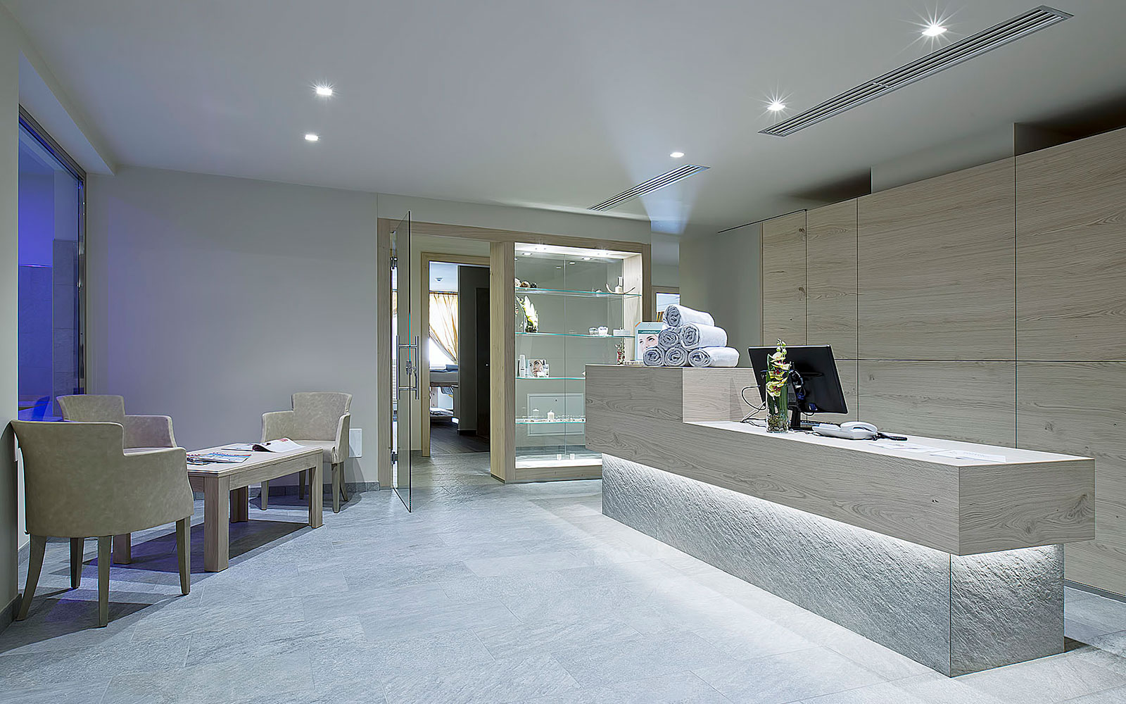 RECEPTION<br>CIARNADOI DESIGN & SUITE HOTEL - VIGO DI FASSA